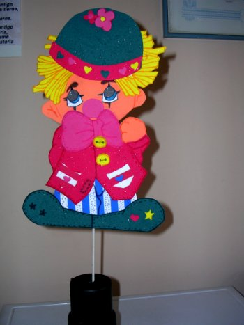 Centro de mesa payaso en goma eva manualidades en goma - Manualidades decoracion infantil ...
