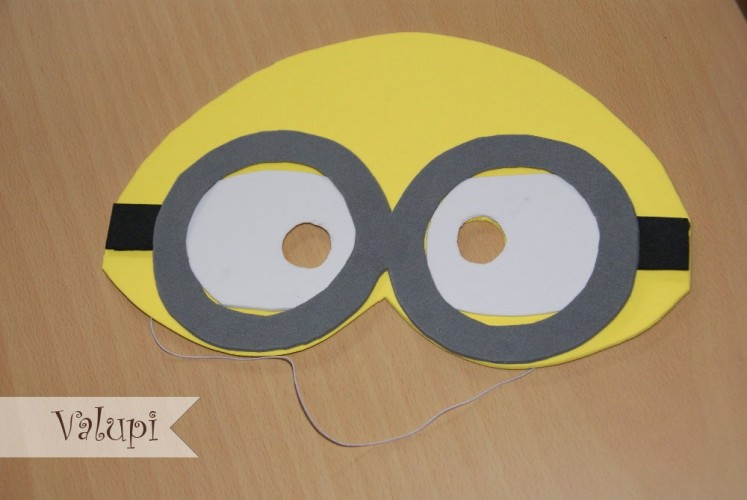 Mascara de los Minions de goma eva o foami 3