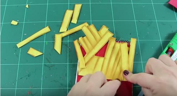 Libreta decorada con patatas fritas de Mc 6