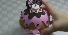 Bombonera de goma eva con forma de cupcake