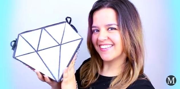 Bolso de goma eva con forma de diamante