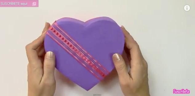 Caja de goma eva con forma de corazon 10