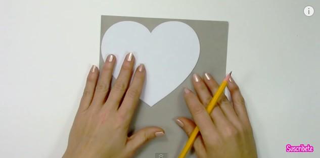 Caja de goma eva con forma de corazon 2