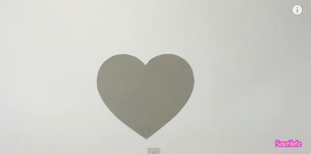 Caja de goma eva con forma de corazon 3