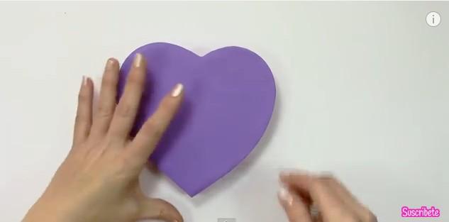 Caja de goma eva con forma de corazon 9