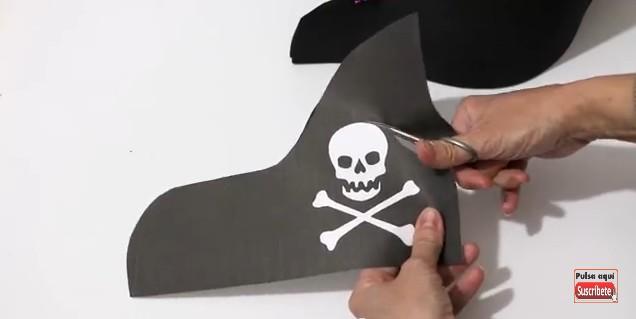 Sombrero y parche de pirata en goma eva 8