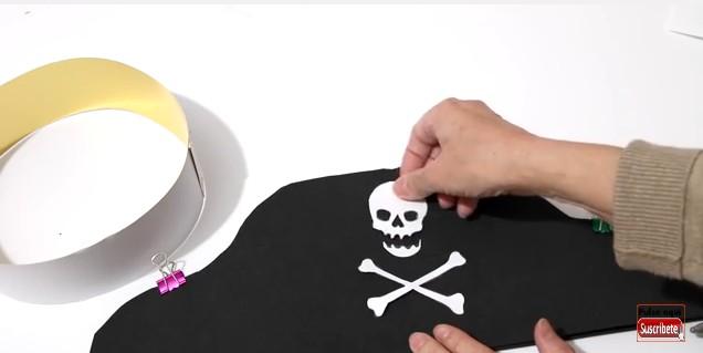Sombrero y parche de pirata en goma eva 9