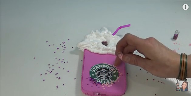 funda-de-movil-de-starbucks-en-goma-eva-15