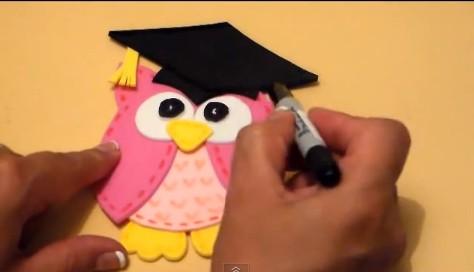 273e7d9d93e Búho para souvenirs de graduación infantil manualidades en goma jpg 474x272  Buhos de goma eva para
