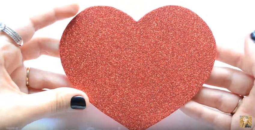 Caja de goma eva en forma de corazon para San Valentin 5