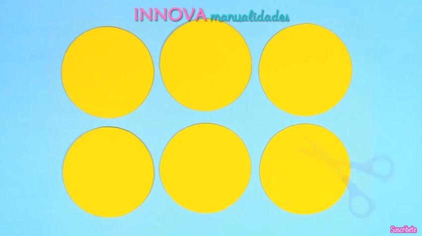 Cuaderno de emojis en goma eva 3