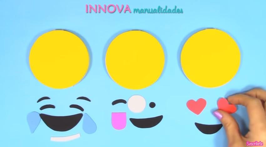 Cuaderno de emojis en goma eva 9