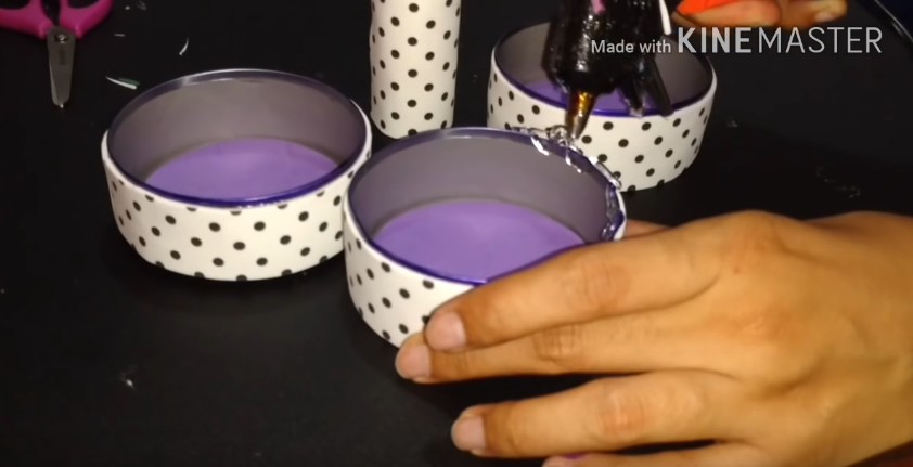Organizador con latas de atun decoradas con goma eva 8