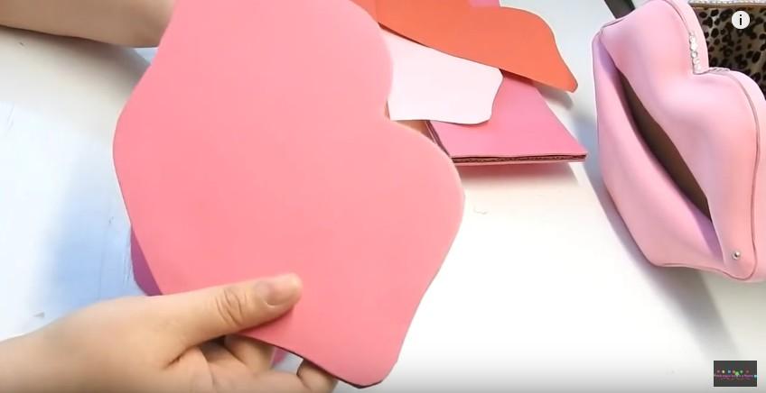 Organizador en forma de labios en goma eva (3)