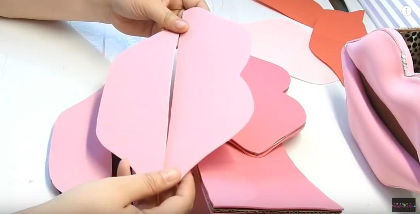 Organizador en forma de labios en goma eva (7)