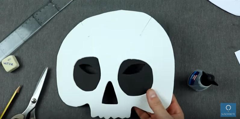 Mascara de calavera en goma eva 11