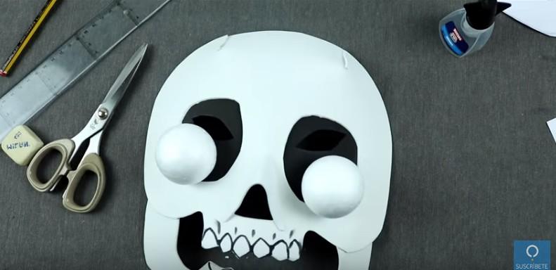 Mascara de calavera en goma eva 15